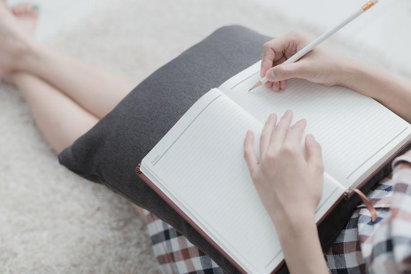Dlaczego lepiej robić ręczne notatki?