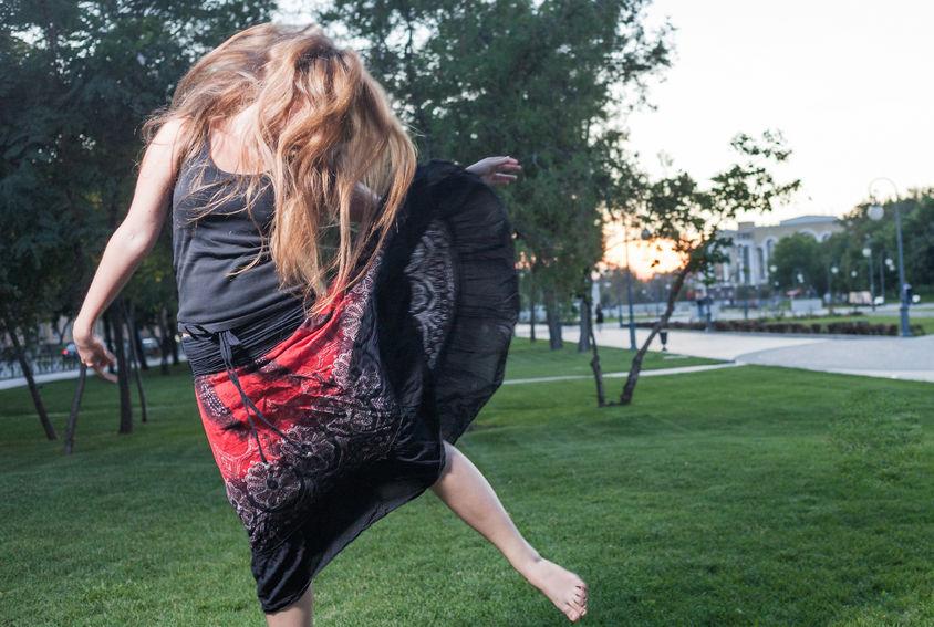 Wytańczyć siebie: terapia tańcem