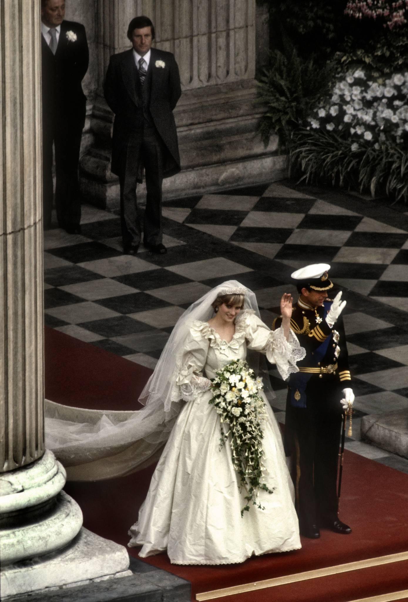 Księżna Diana - ikona stylu wiecznie żywa. Przypominamy kultowe kreacje Lady Di