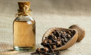 2019/10/close-up-glass-bottle-of-clove-oil-and-cloves-in-wooden-shovel-on-picture-id1149614608.jpg