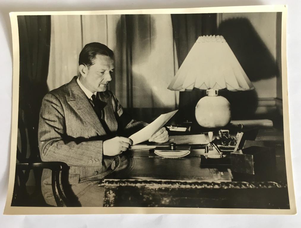 """""""Wiek ambasadora. Opowieść o życiu Edwarda Raczyńskiego."""": co znaczy działać zgodnie z powinnością?"""