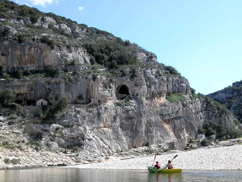 © UNESCO/SMGG/Guy Derivaz, Canoeing - Cave of the Figuier - Gorges du Gardon biosphere reserve (France)