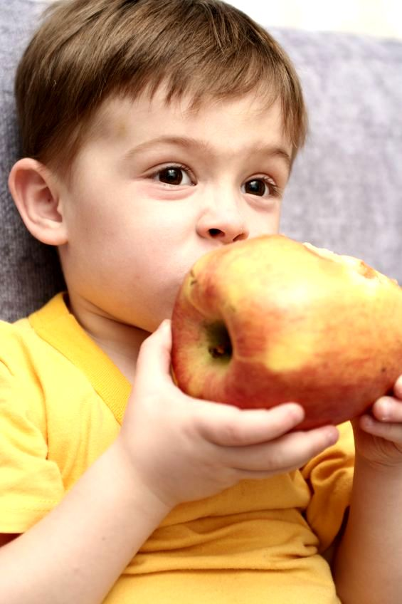 Każde dziecko lubi jabłka