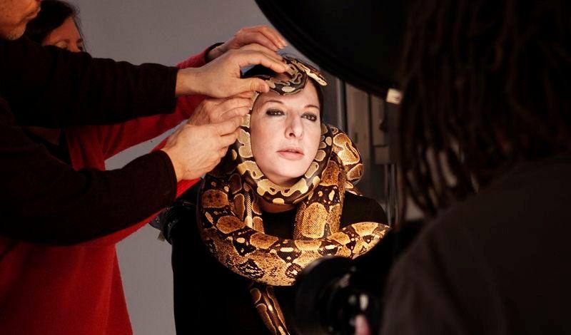 Kadr z filmu Artystka Obecna