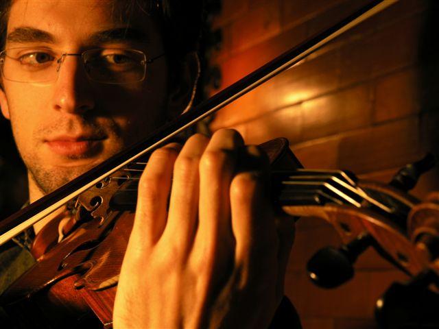 Wybitny skrzypek Emanuel Salvador, zagra z Młodą Polską Filharmonią