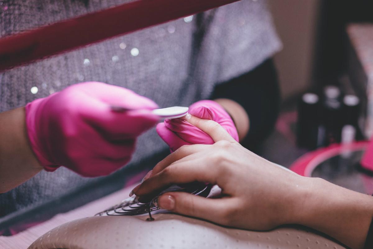 Jak poprawnie nakładać lakier hybrydowy?
