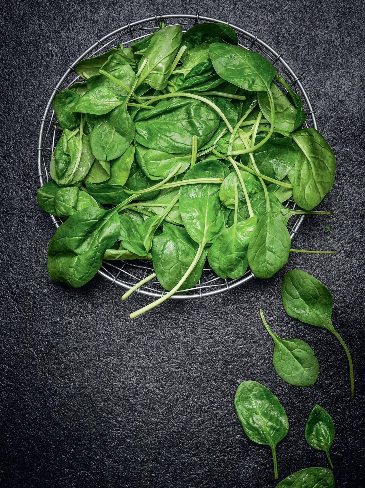 Przepisy na dania i przekąski z wykorzystaniem szpinaku