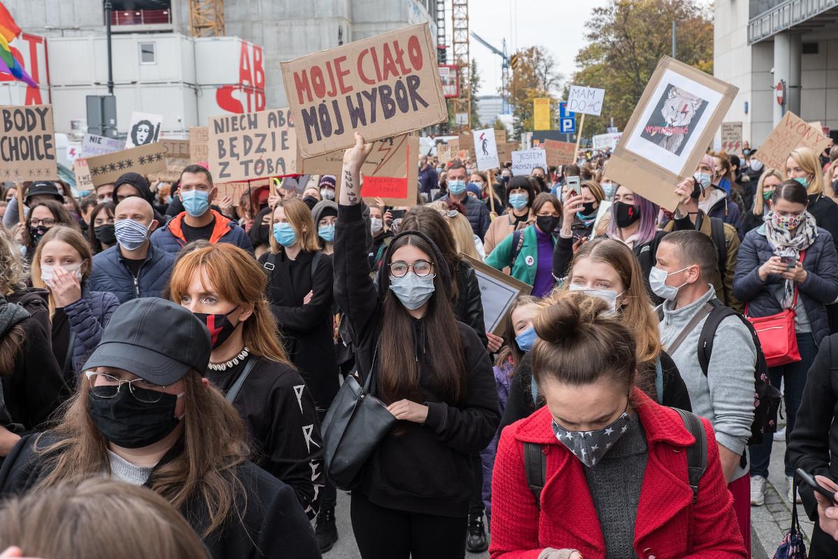 Amnesty International: reagujemy zawsze, gdy prawa kobiet są zagrożone