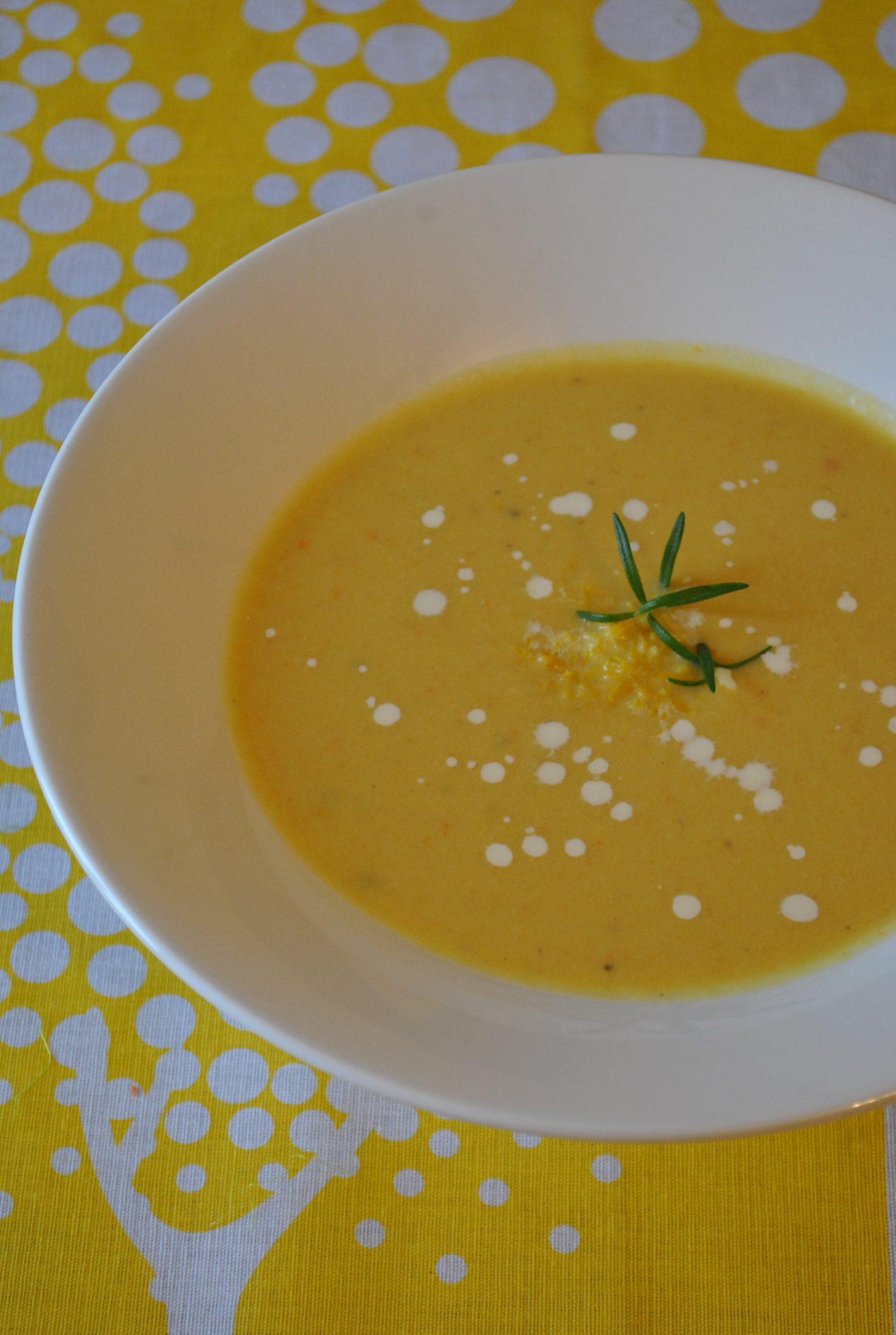 Zupa cytrynowo - chrzanowa w swojej słonecznej barwie