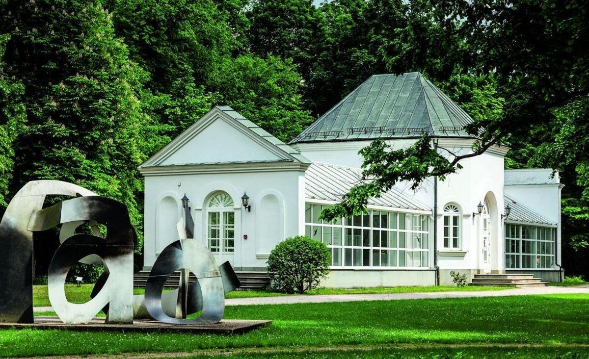 Pejzaż z rzeźbą - Centrum Rzeźby Polskiej w Orońsku