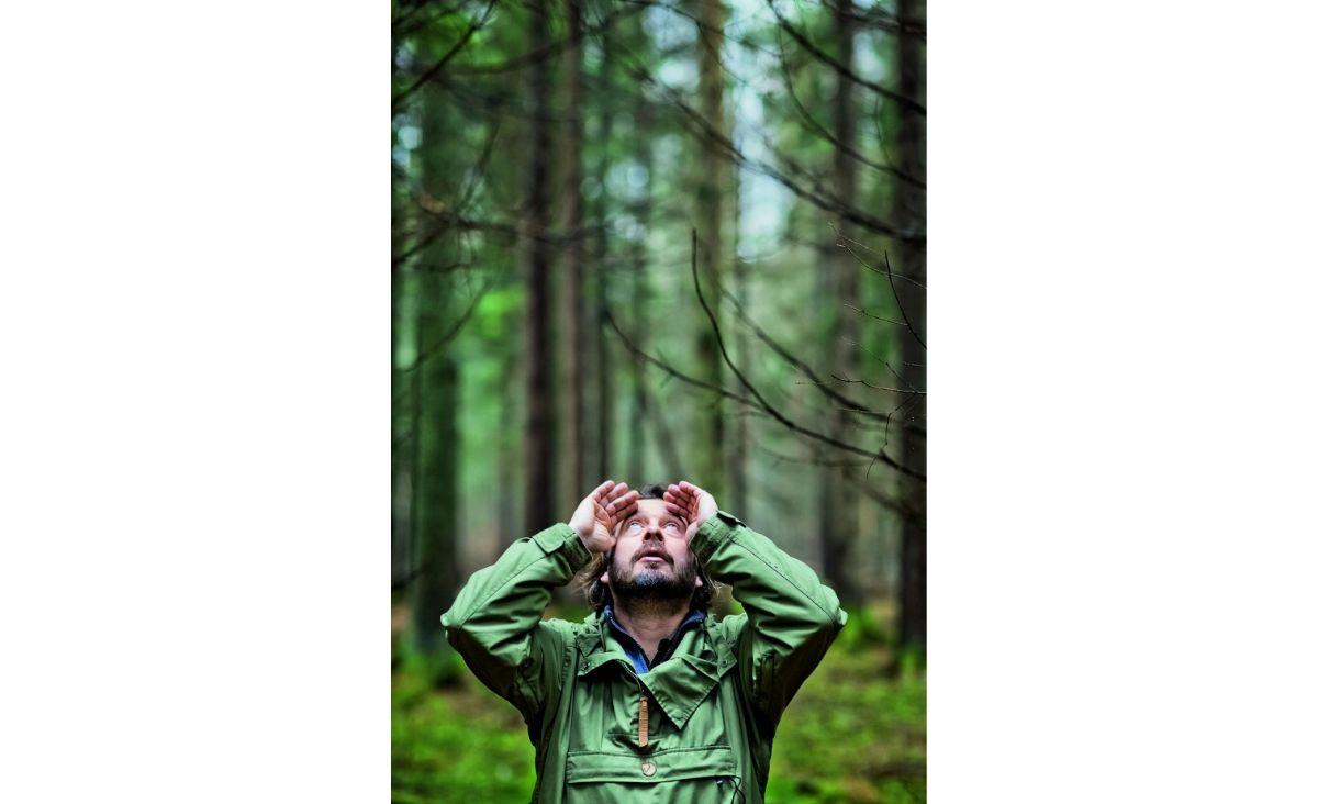 Adam Wajrak czuje się uzależniony od lasu (Fot. Marcin Onufryjuk)