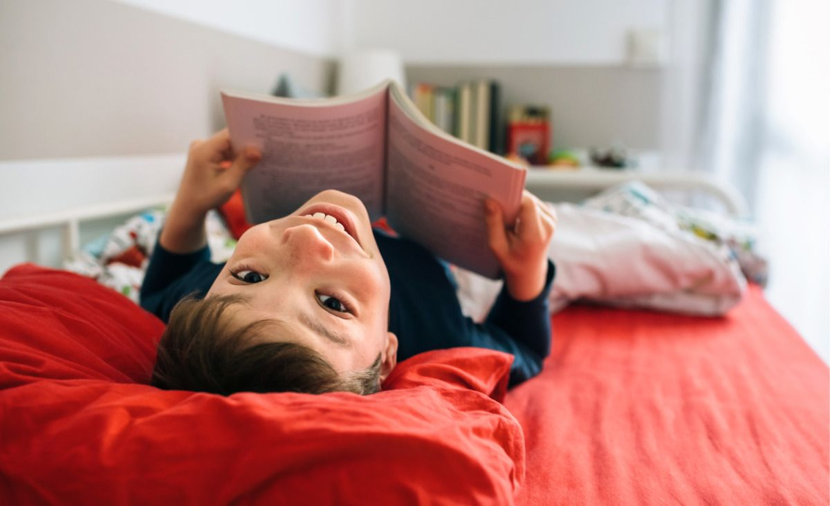 Dobra książka umili wakacje (Fot. iStock)