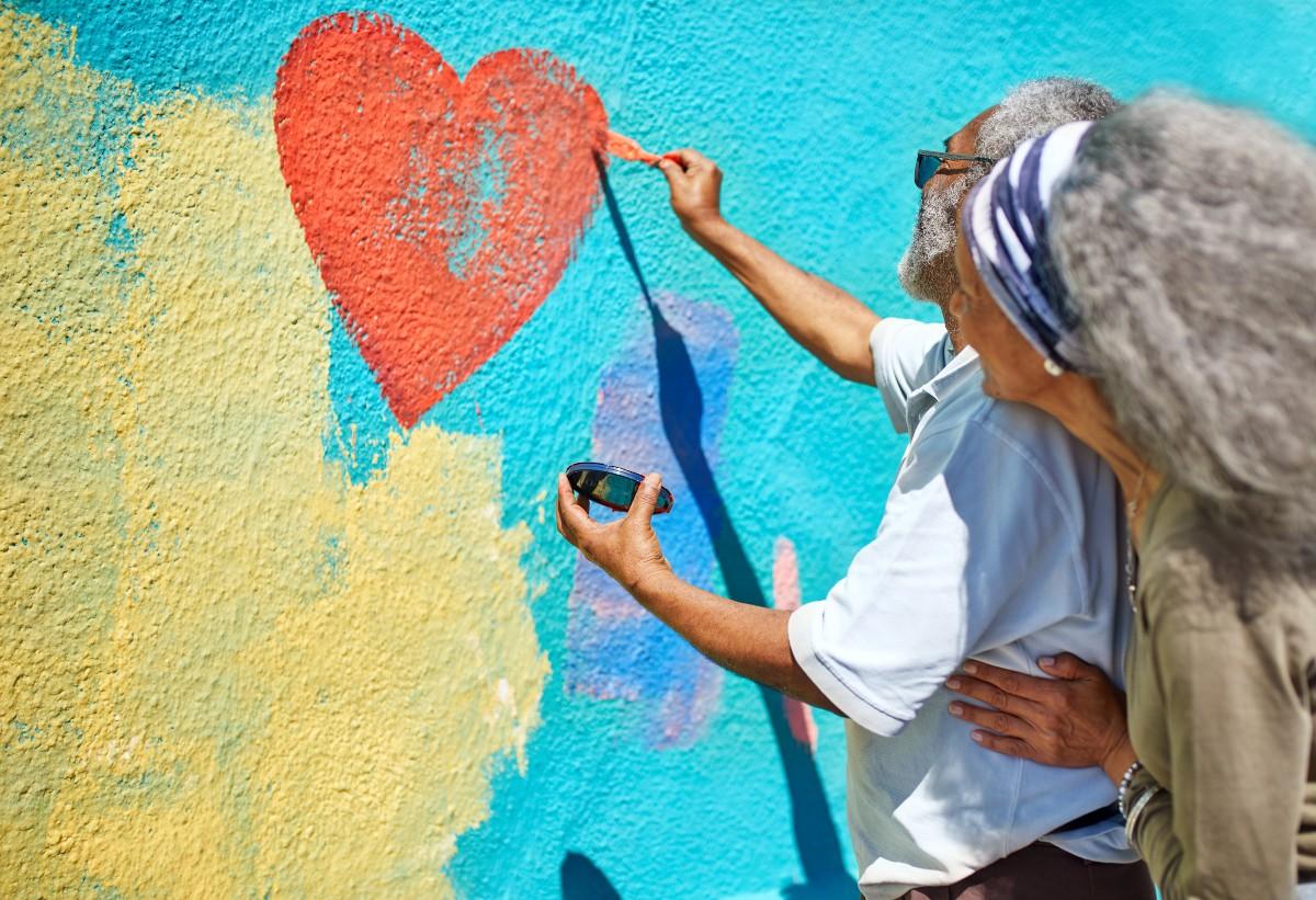 Jeśli nie potrafimy zadbać o siebie, to nasze pomaganie będzie miało krótkie nogi, szybko się wypalimy. Będzie w tym więcej autodestrukcyjnego heroizmu niż altruizmu. (Fot. Getty Images /Gallo Images)