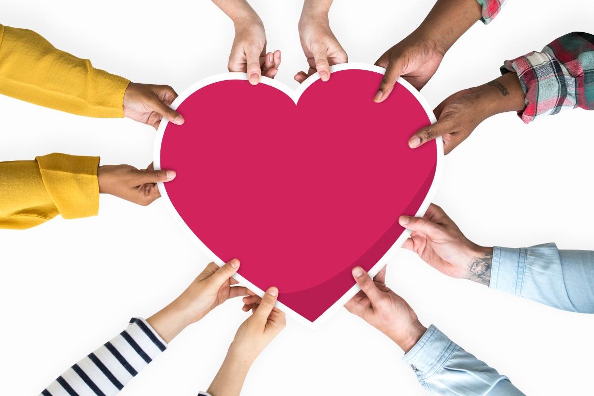 Każdy może uczynić świat lepszym. Nawet drobne gesty życzliwości zmieniają rzeczywistość na lepsze. (Fot. iStock)