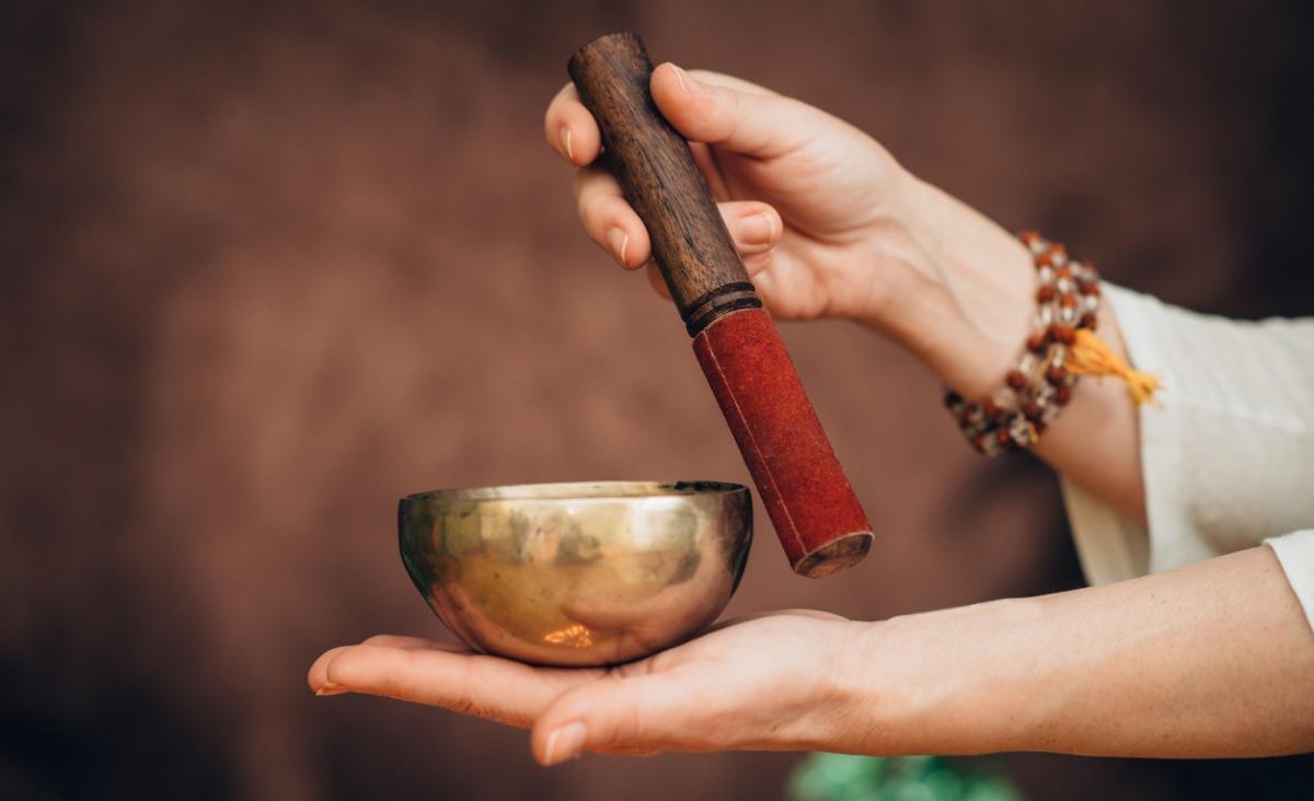 Sesja z gongami i misami tybetańskimi – dobry sposób na relaks