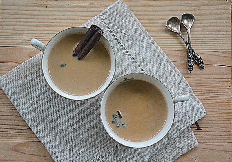 Masala chai za kuchennymi drzwiami