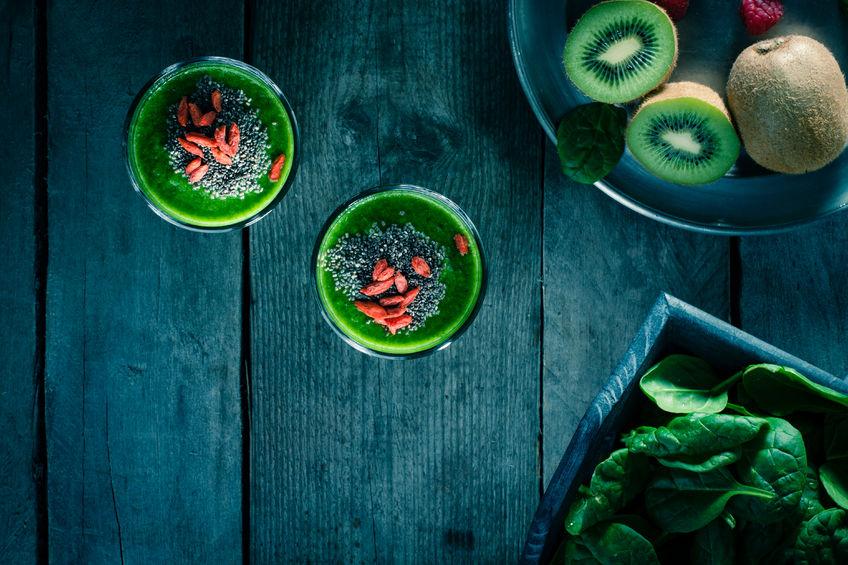 Zielony koktajl z jagodami goji