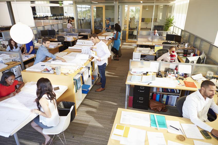 Gdzie siedzisz w pracy? Obok szefa czy blisko kolegi?
