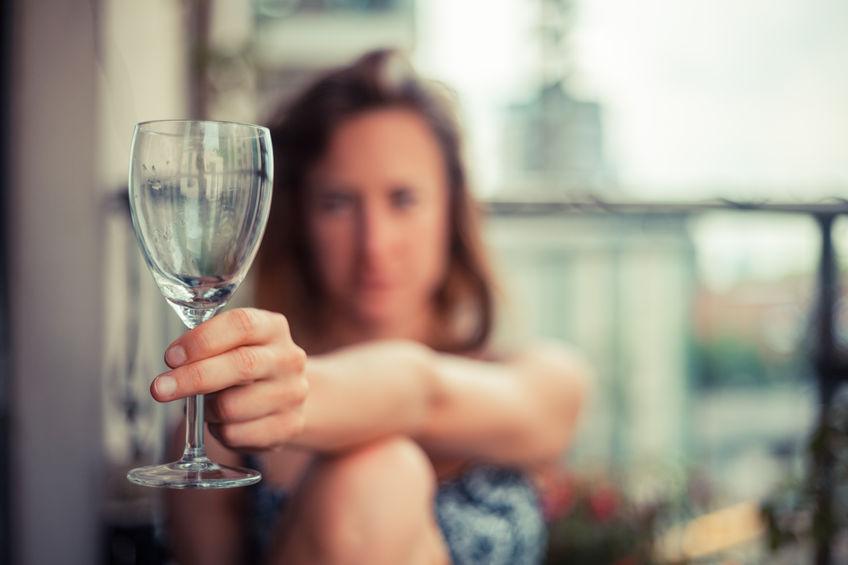 Elegancki alkoholizm. Jak piją współczesne Polki?