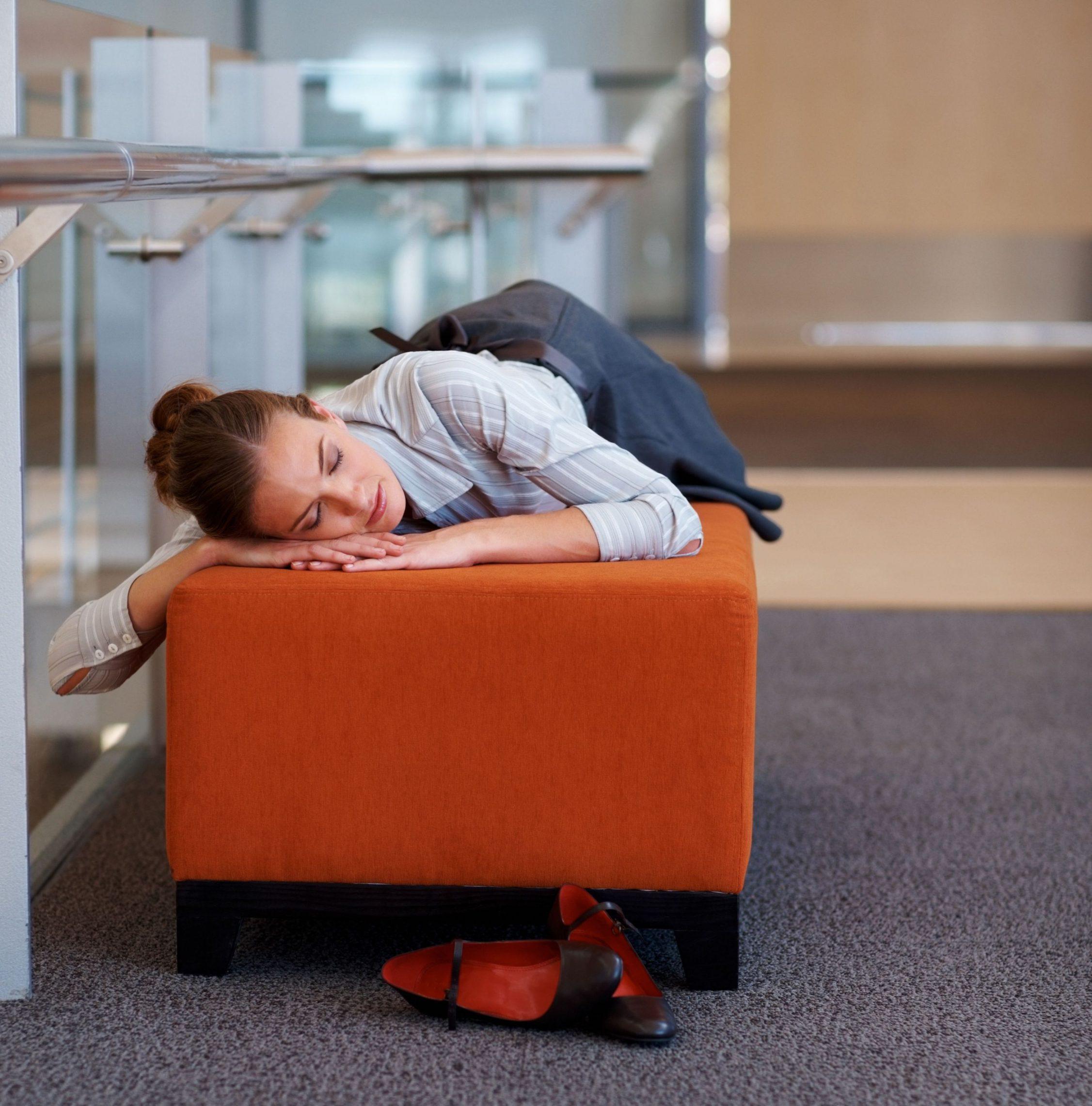 sposoby na nudę w pracy