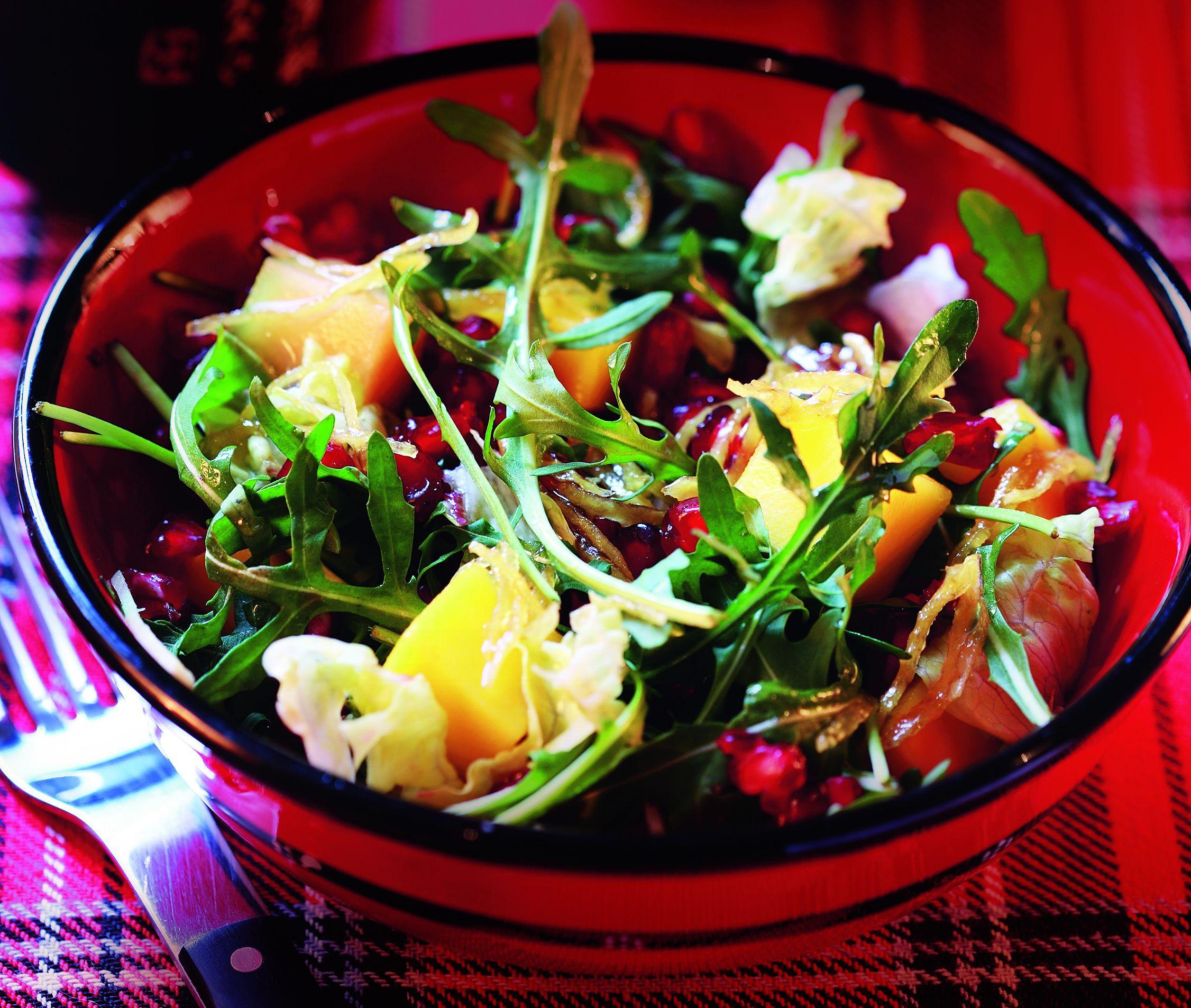 Sałata z owocami w jaśminowo-herbacianym sosie