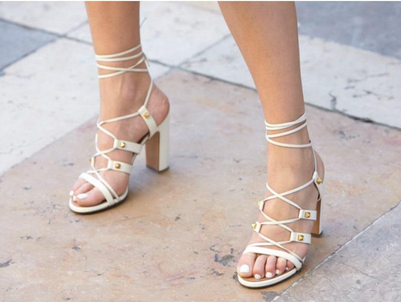 Damskie sandały na lato – trzy modele, które warto mieć
