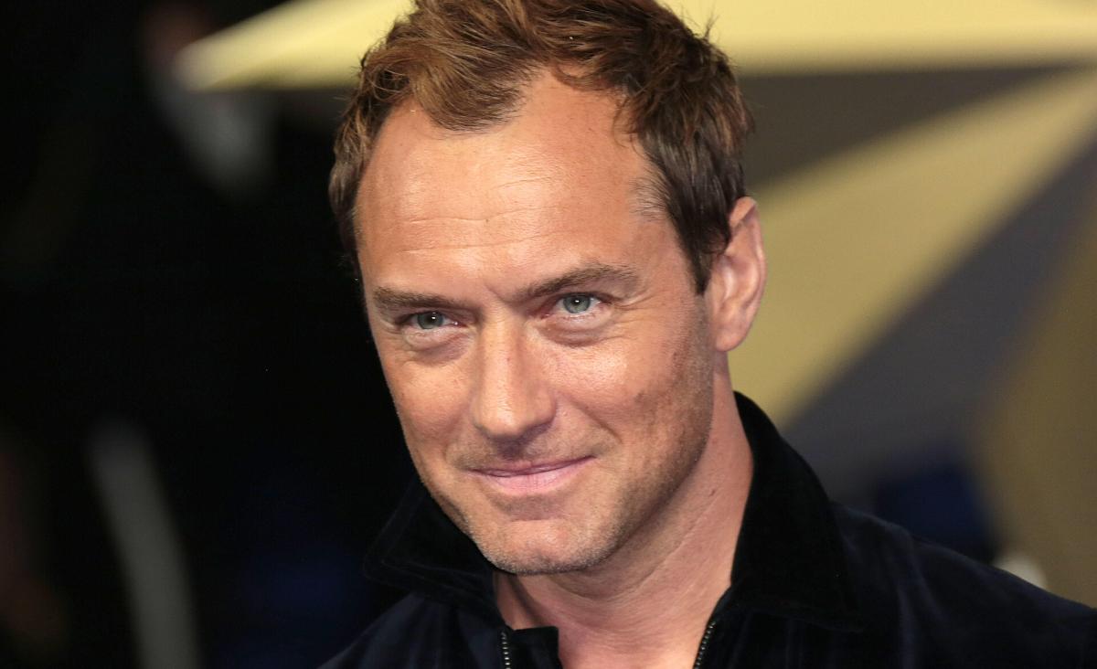 """Jude Law o wierze i swojej roli w """"Młodym Papieżu"""""""