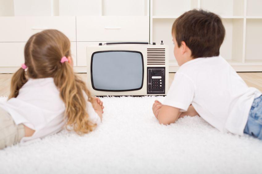 Uwaga! Dziecko przed telewizorem