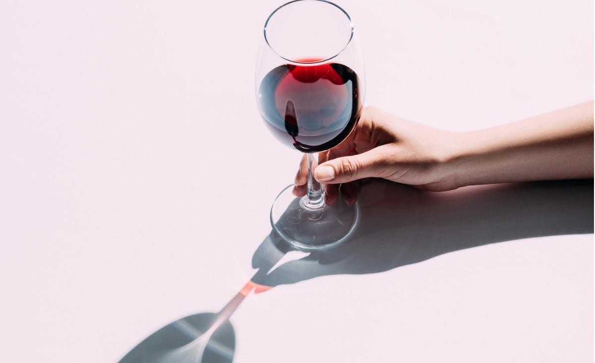 Lampka wina dziennie - czy to już alkoholizm?