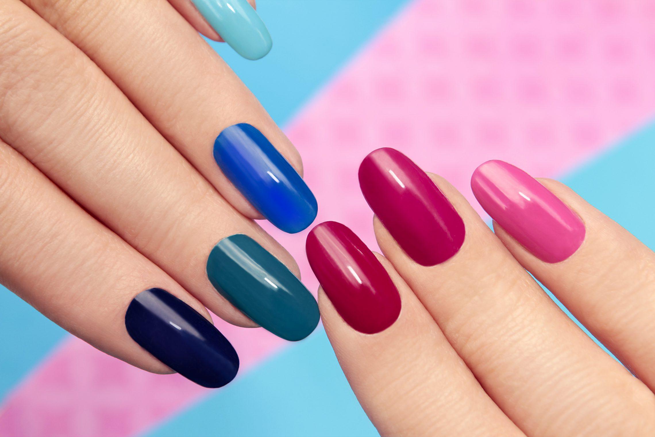 Trwały manicure hybrydowy – jak go zrobić? 3 porady, które wprowadzą cię w świat hybryd
