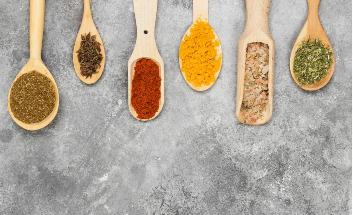Ajurweda i zmysł smaku - jak poszczególne smaki wpływają na nasze zdrowie i emocje?