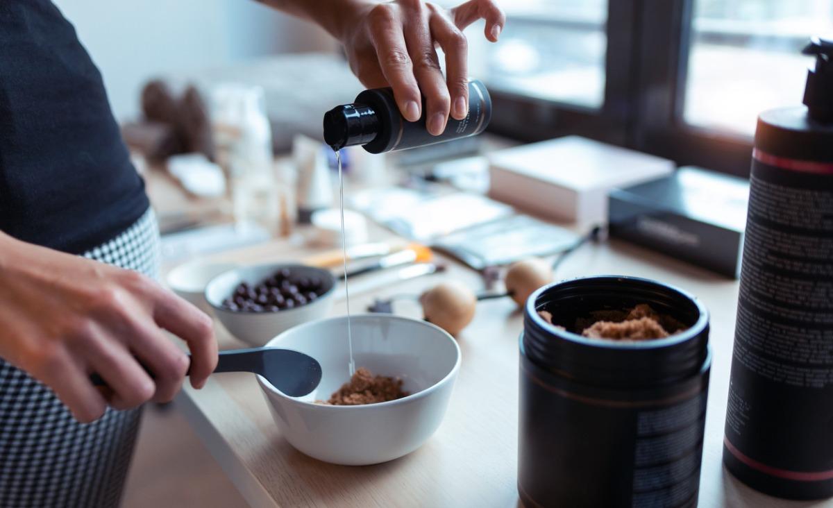 Jak samodzielnie zrobić peeling kawowy antycellulitowy?
