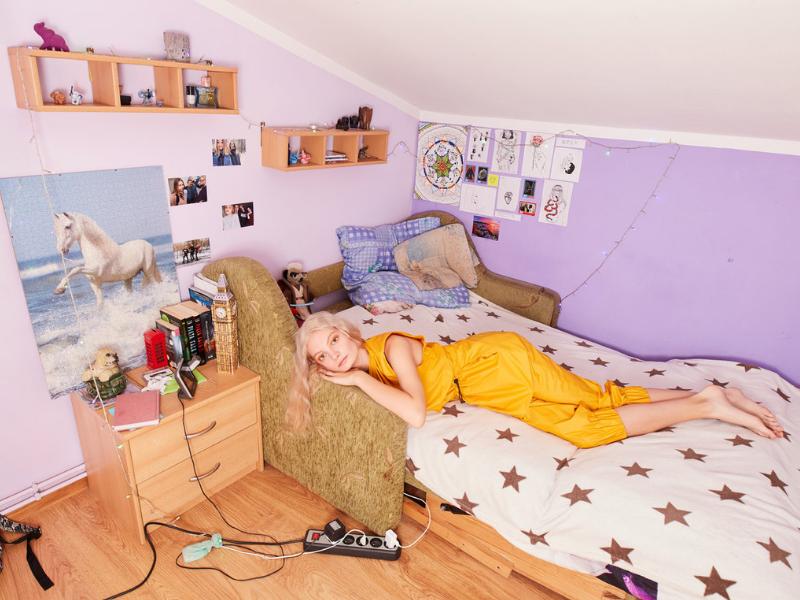 Krakow Photomonth 2019: Kontrast pomiędzy niepełnoletnością a modą w pracach Zosi Promińskiej