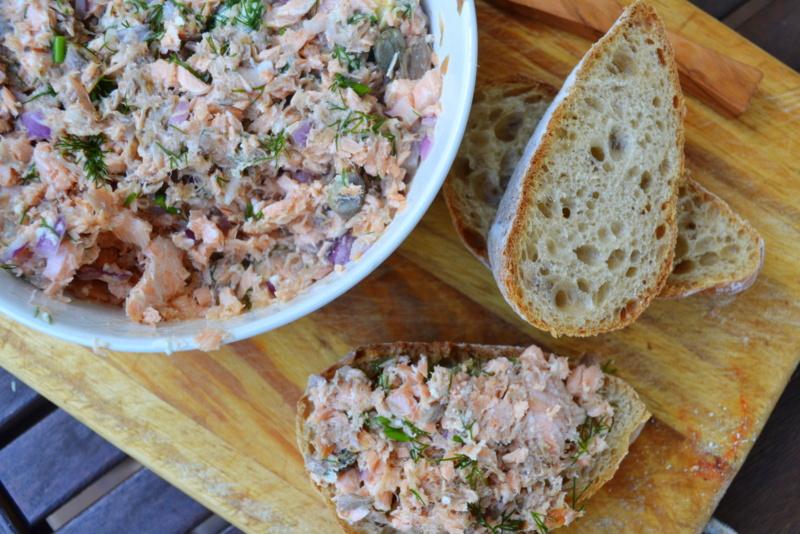 Kuchennymi drzwiami: Łososiowe rillettes albo pasta z łososia