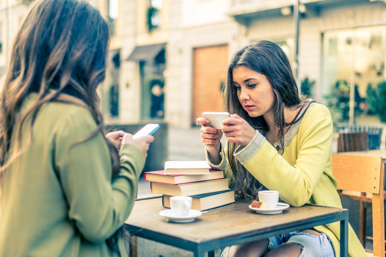 Tu dowiemy się, dlaczego musimy sfotografować obiad - czyli jak dogadać się z nastolatkiem
