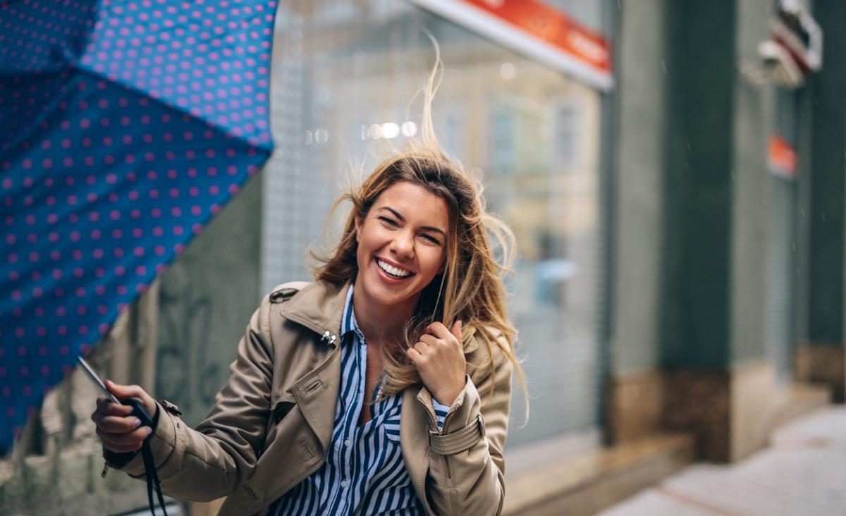 Wyluzuj, nie traktuj siebie zbyt poważnie, naucz się z siebie śmiać - radzi Katarzyna Miller