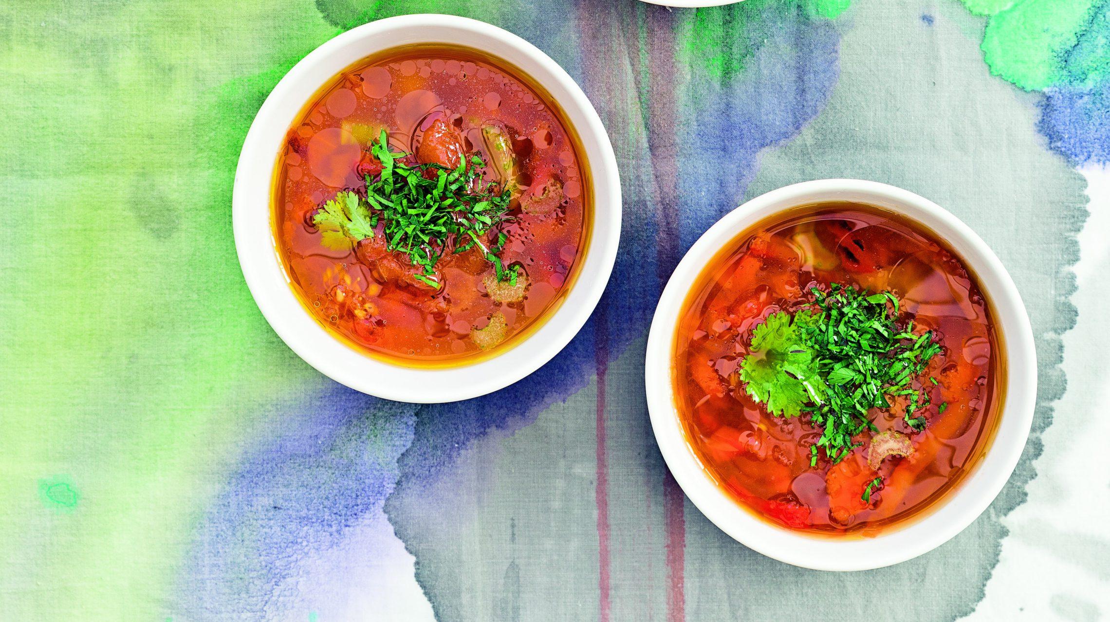 Zupa z pieczonej papryki, pomidorów i ciecierzycy