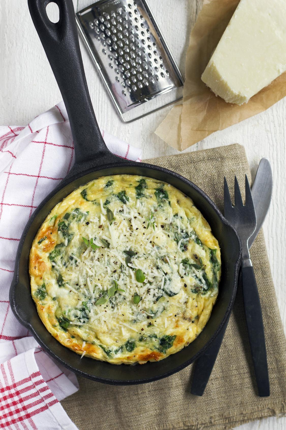Omlet ze szczawiem i żółtym serem