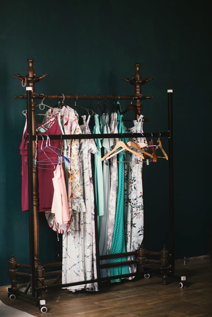 Bądź modna jesienią 2020 - trendy dla sukienek damskich