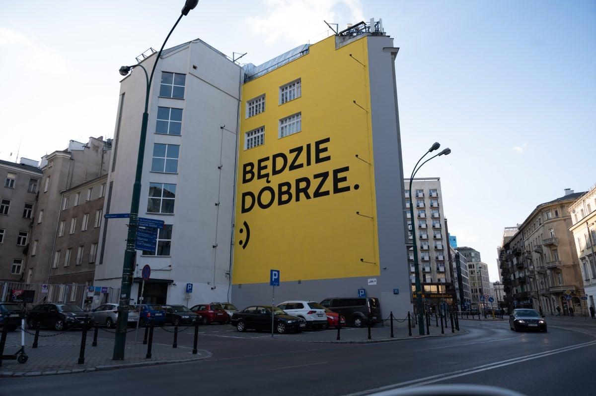 """""""Jeszcze będzie pięknie"""" - murale z przesłaniem na ulicach Polski"""