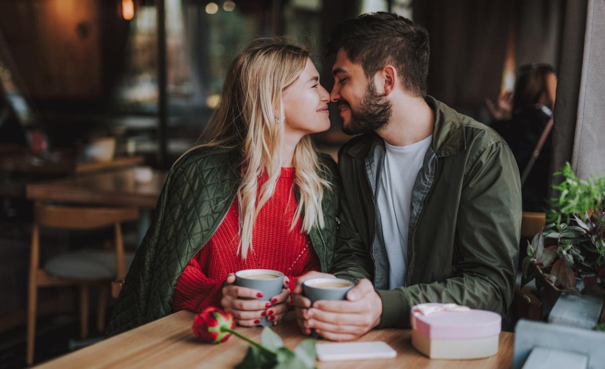 Jak okazywać uczucia mężczyźnie? I czy potrzeba bliskości u mężczyzn jest taka sama jak u kobiet?