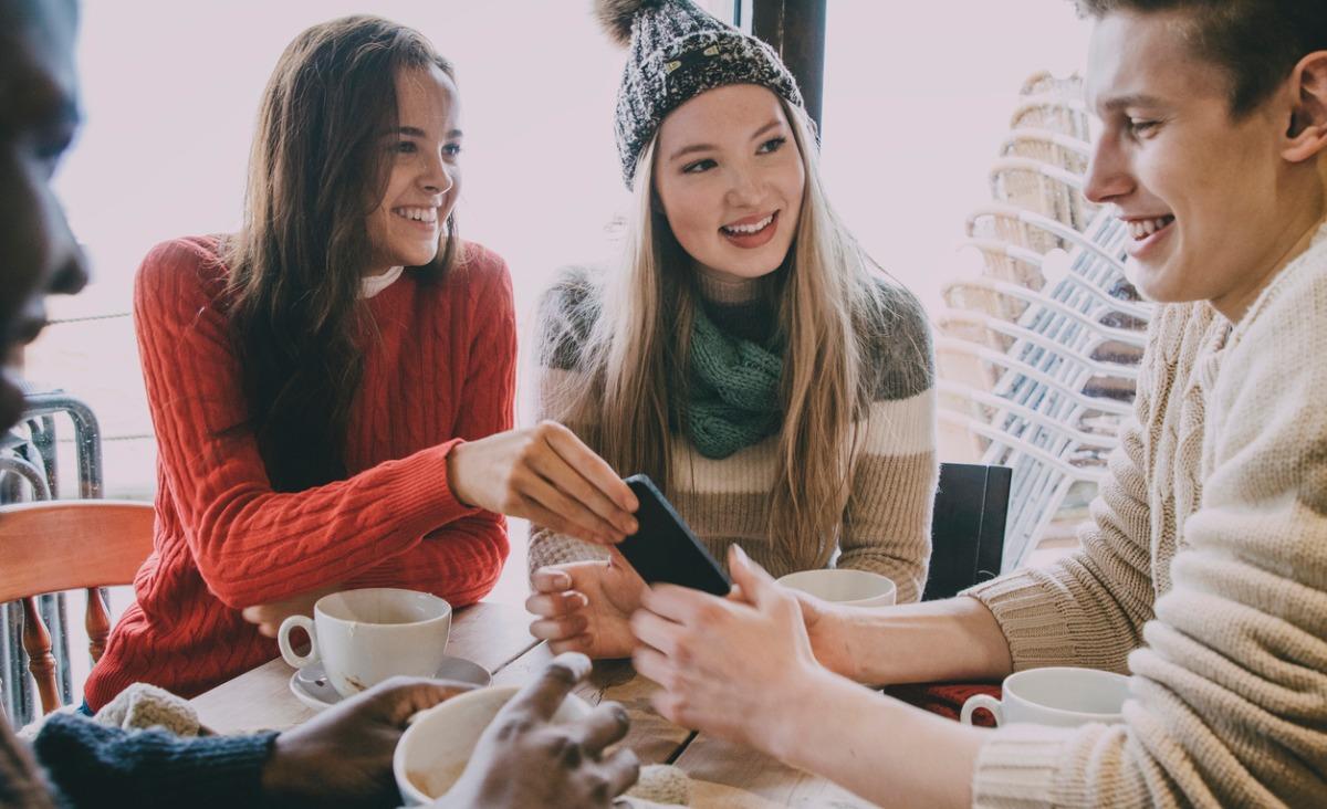 Dla nastolatków najistotniejsze są relacje przyjacielskie