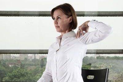 Joga w pracy: nie garb się przy biurku, ćwiczenie nr 5