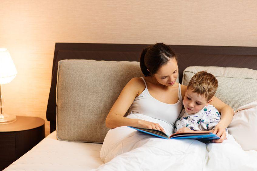 Rozmowy z dzieckiem przed zaśnięciem