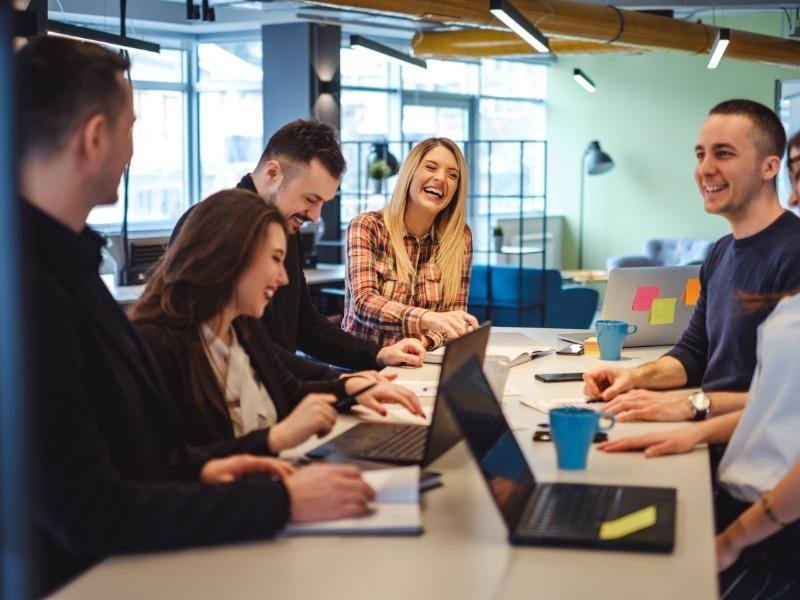 Zwierzenia z umiarem, czyli jak rozsądnie obdarzać zaufaniem kolegów z pracy?