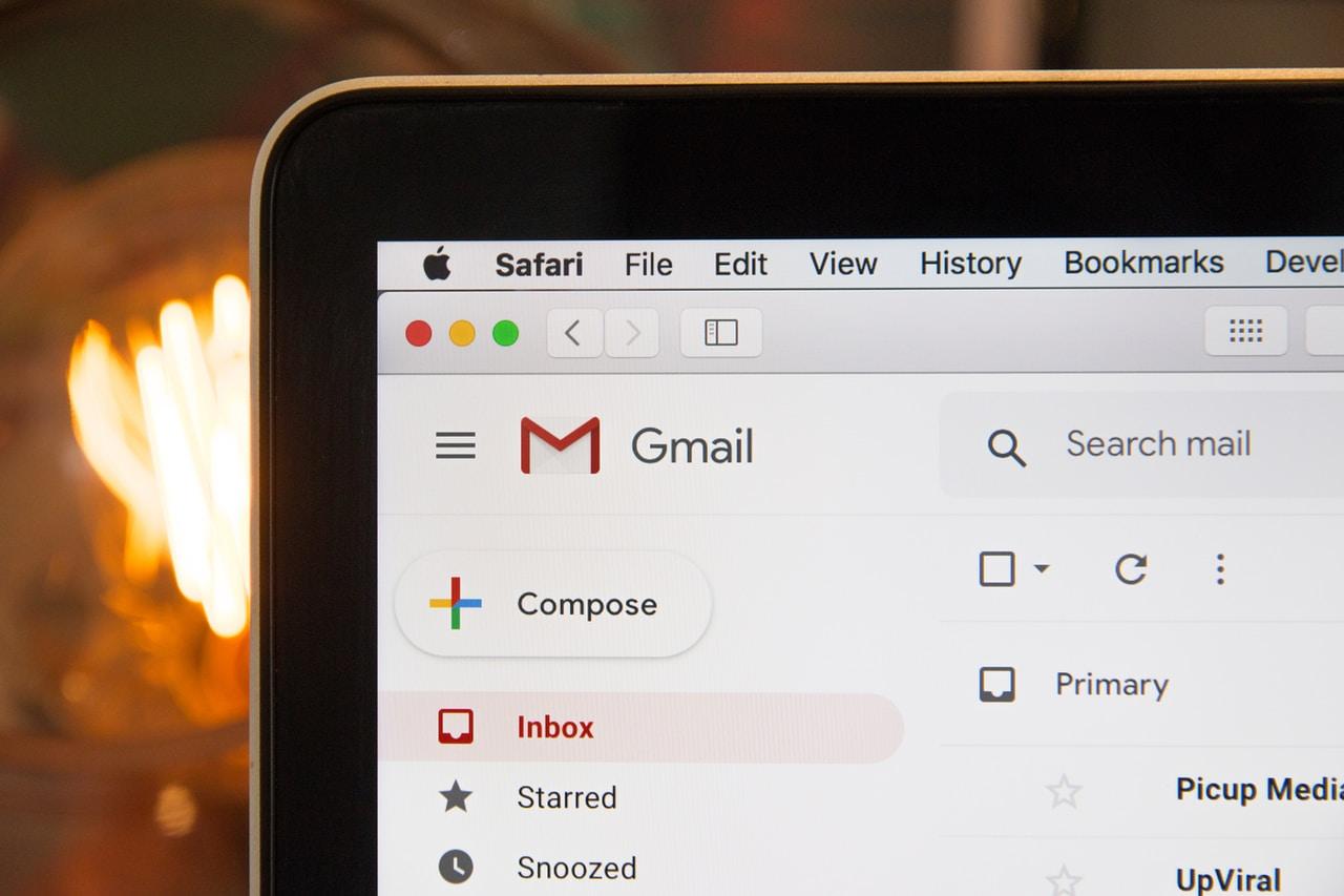 Jak powinien wyglądać profesjonalnie napisany mail biznesowy?