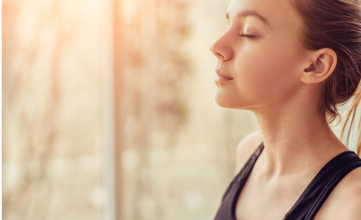 Proste ćwiczenia oddechowe do wykonania w domu