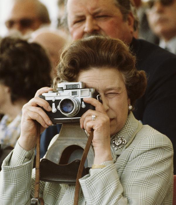 Elżbieta II: Królowa sprzeczności
