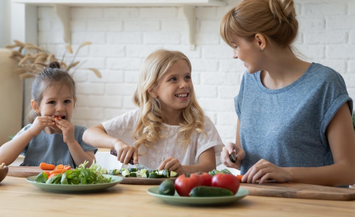 Psychologia jedzenia. Posiłki to lekcja stawiania granic, sztuka wyborów, nauka na całe życie