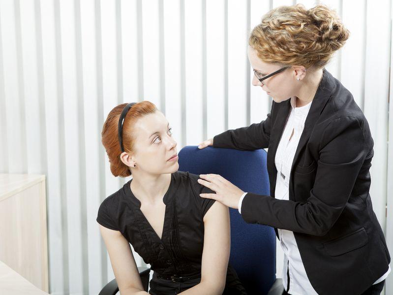 Manipulacja w pracy: Jak powiedzieć koleżance, by pilnowała swojego nosa?
